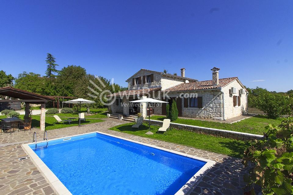 Villa danieli i in istra per affitto for Grandi piani domestici personalizzati