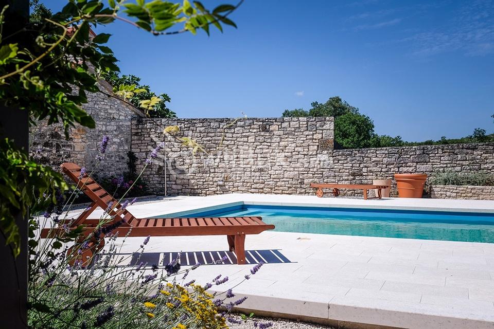 istrische villa mit privatem pool in der n he von rovinj. Black Bedroom Furniture Sets. Home Design Ideas