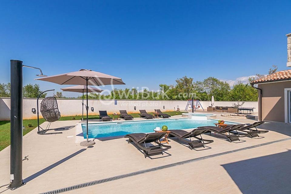 villa medaki mit pool in der n he von rovinj zum mieten. Black Bedroom Furniture Sets. Home Design Ideas