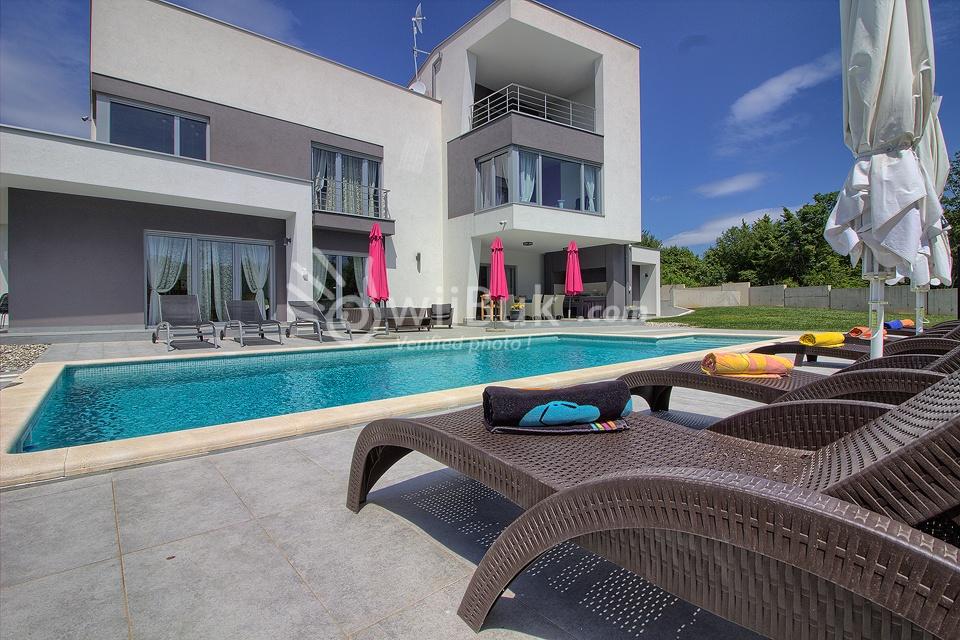Wiibuk vermietung von luxusvillen mit pool in istrien for Villa moderna con piscina
